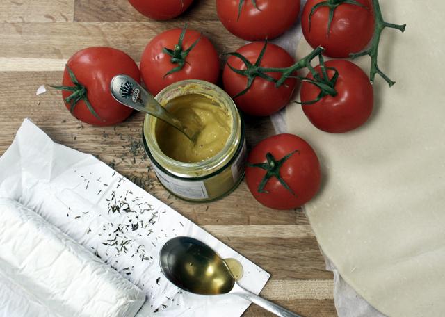 EASY SUMMER RECIPES: TOMATO, MUSTARD & GOAT'S CHEESE TART